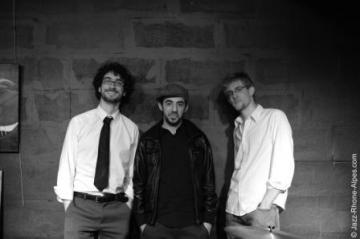 Photo des musiciens de CHK Trio